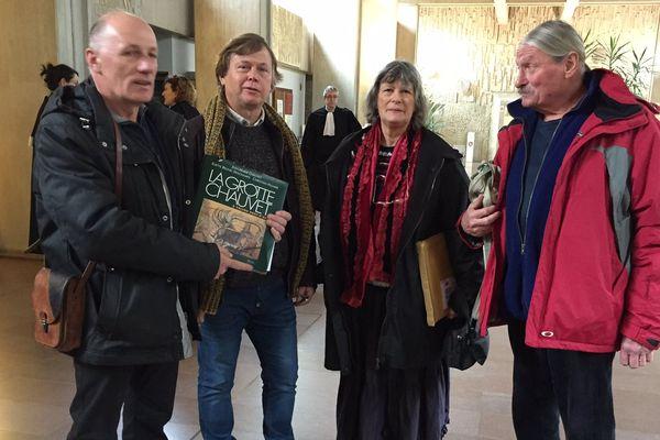 De gauche à droite : Daniel André, Didier Lanthelme, Sylvane Lucot et Michel Rosa au tribunal administratif de Lyon ce matin