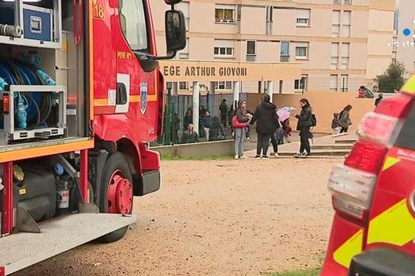 Les 700 élèves du collège ont été évacués.