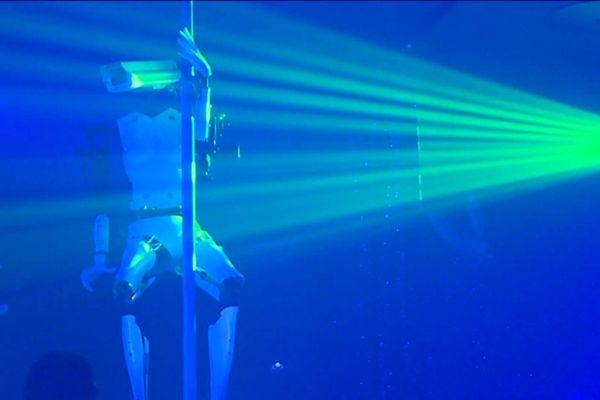 Un robot strip-teaser à Nantes