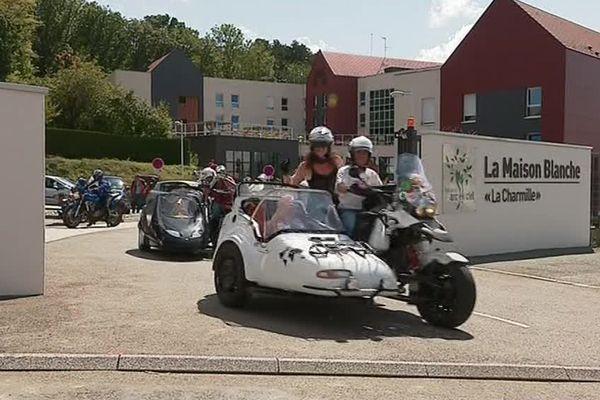 Mamy Run : des personnes âgées en side-car...