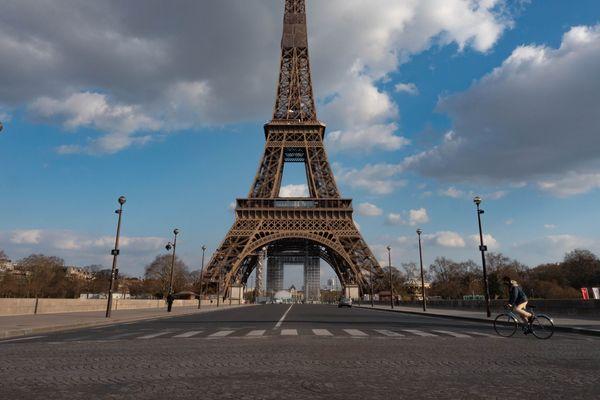 Le quartier de la tour Eiffel, presque vide, mercredi 18 mars.
