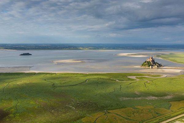 La Baie du Mont-Saint-Michel entre nuages et clarté...