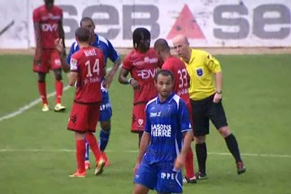 Le derby régional a permis aux deux équipes de rôder les joueurs et de mettre en place les tactiques avant le redémarrage de la saison de ligue 2