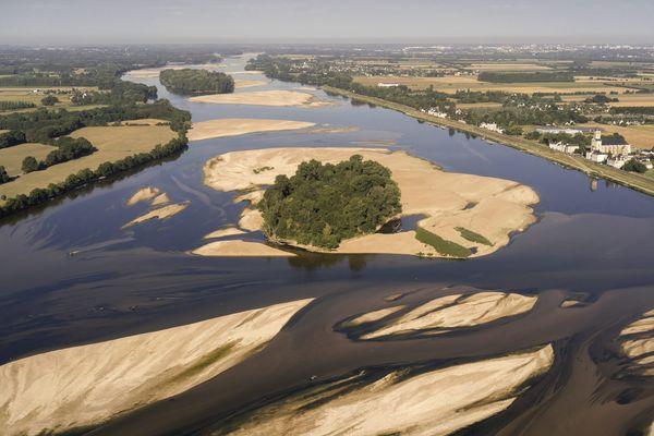 La Loire, fleuve sauvage avec ses nombreuses îles, comme ici en Anjou
