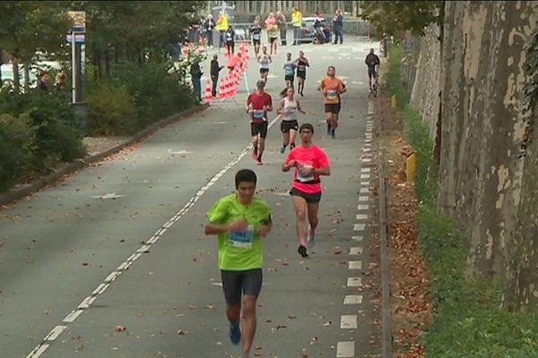 La jeune victime participait au semi-marathon.