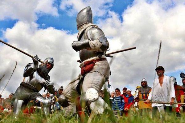 Affrontement entre combattants anglais et français, comme il y a 600 ans.