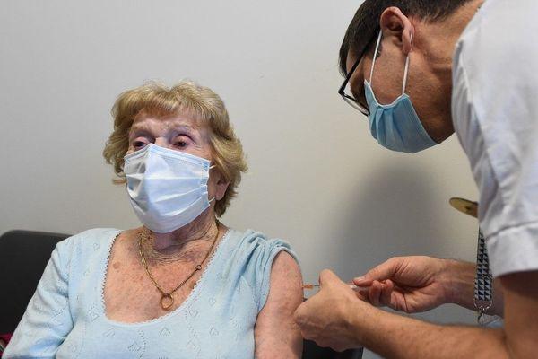 Dans la plupart des établissements franciliens, la vaccination devrait débuter à partir de la mi-janvier 2021.