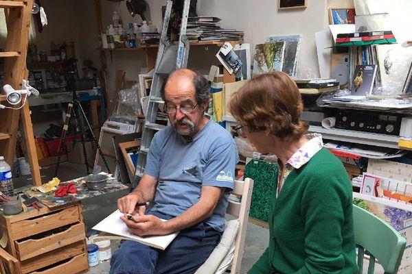 """Nathalie Rouquerol  (Préhistorienne) et Fañch Moal (Peintre et sculpteur), les deux auteurs de """"La Vénus de Lespugue révélée""""."""