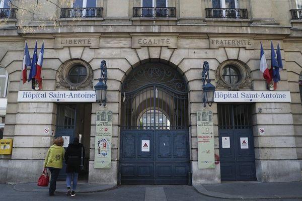 Entrée de l'Hôpital Saint-Antoine de Paris.