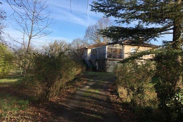 Le double meurtre a eu lieu dans cette maison, 10 chemin de Gourdou, à Lapeyrouse-Fossat.