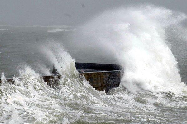 Vents violents et rafales attendus dans les terres et sur la façade littoral ce jeudi dès l'aprés-midi.