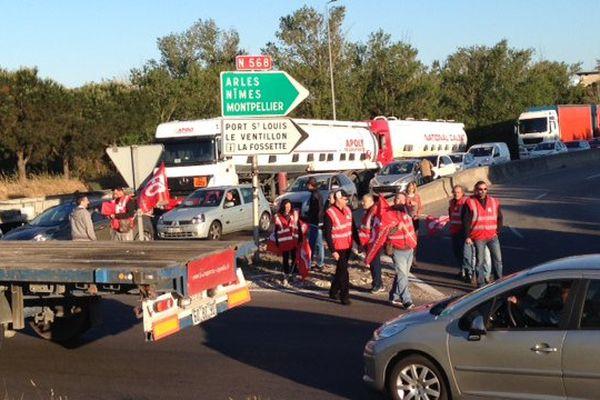 Le blocage des routiers crée des embouteillages entre Fos-sur-Mer et Marseille sur la N568.