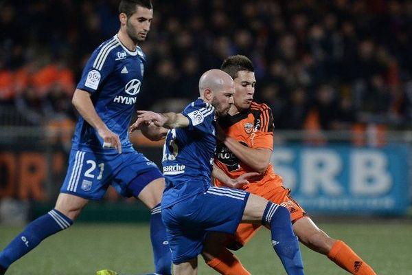 Lyon a été tenu en échec à Lorient en clôture de la 25e journée de ligue 1, concédant le nul (1-1). Les Gones restent leader de la Ligue 1, mais manque l'occasion de prendre le large devant Marseille et le Paris SG.