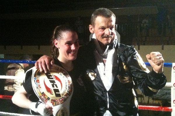 Cathy Le Mée conserve son titre de championne du monde de full contact aux côtés de son père et entraîneur