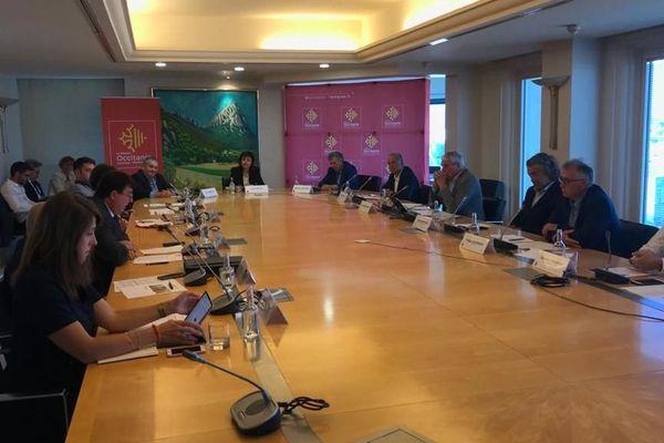 Plan d'aide à la filière viticole : tous les acteurs réunis autour de Carole Delga, présidente de la Région Occitanie