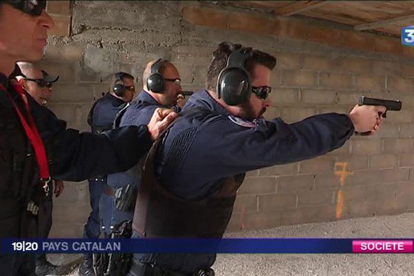 Les policiers municipaux de Perpignan s'exercent avec leur nouvelle arme.