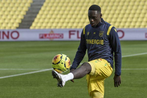 Le syndicat des joueurs de football professionnels réclame la réintégration immédiate de l' attaquant du FC Nantes Kevin Augustin.