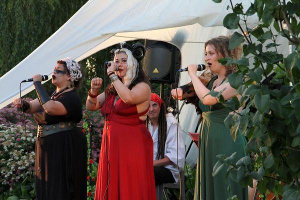 Les aventures des Harpies Fianara, Alaia et Lily chantées par Manon, Alaia et Julie le 18 juillet 2021 à Bois-Grenier (Nord)