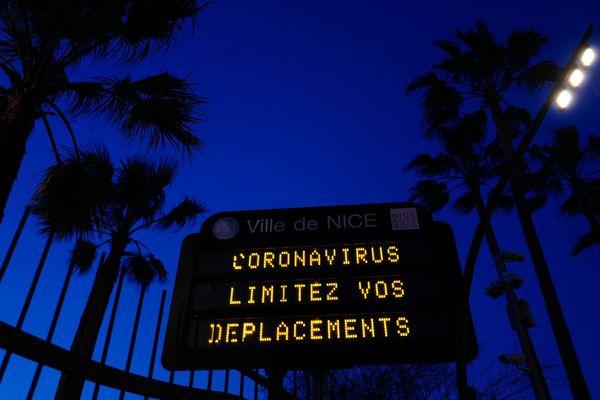Dans certains quartiers de Nice, le couvre-feu s'applique dès 20 heures.
