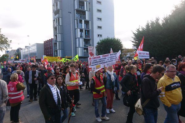 Actifs et retraités se sont retrouvés dans les rues de Clermont-Ferrand pour manifester leur opposition à la réforme du code du travail.