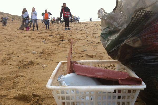 """Sauveterre à Olonne-sur-Mer, les bénévoles vont retirer 150 tonnes de déchets pour faire """"plage nette"""""""