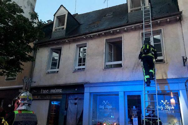 Incendie au 18 rue de la Visitation à Rennes entre 5h et 5h45 ce samedi 23 mai. Trois personnes ont été intoxiquées et transportées à l'hôpital.