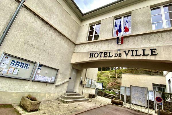Hôtel de ville d'Ussel (Corrèze) - Qui remportera le second tour des élections municipales à Ussel ? Réponse le 28 juin 2020.