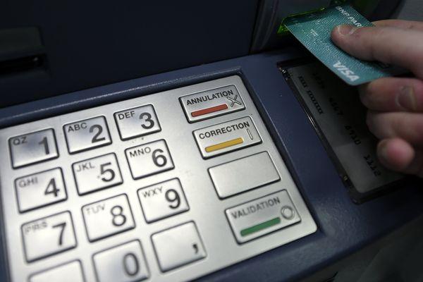 """Des interpellations à Laval, Colombes et Nice dans le cadre d'une affaire de """"jackpotting"""""""