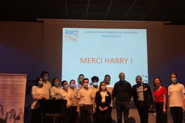 Aboubacar est avec l'équipe de la jeune chambre économique de Tours
