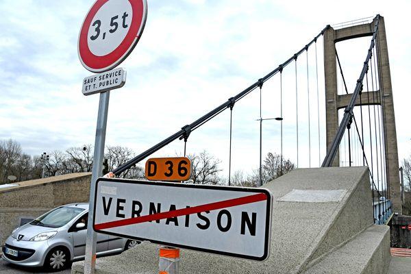 Pour des raisons de sécurité, le Grand Lyon va limiter le trafic sur le pont de Vernaison à un seul sens de circulation. Des élus locaux s'y opposent avec vigueur