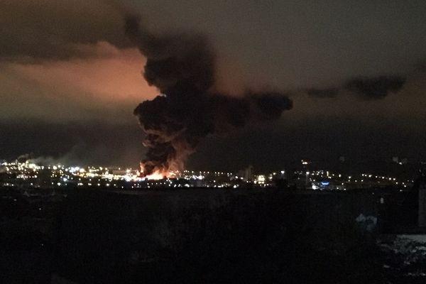 Près de 8 mois après l'incendie de Lubrizol, visible à des kilomètres à la ronde, l'origine du feu n'est toujours pas connu.