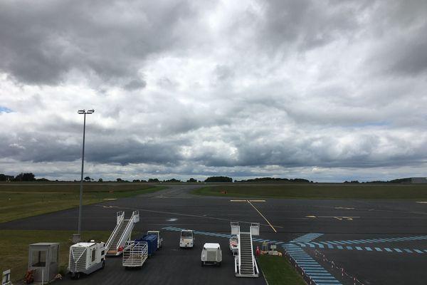 Depuis octobre 2020 et la fin des vols de la compagnie Ryanair, l'aéroport ne reçoit plus de vols commerciaux à part les vols d'affaires
