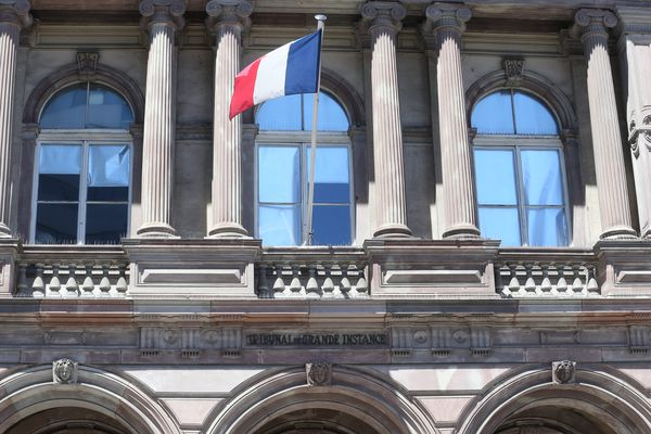 12 personnes d'origine bosniaque ont été présenté à un juge d'instruction du parquet de Mulhouse, soupçonnées de vols à la tire.