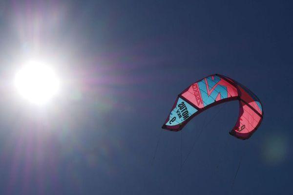 Une aile de kite surf