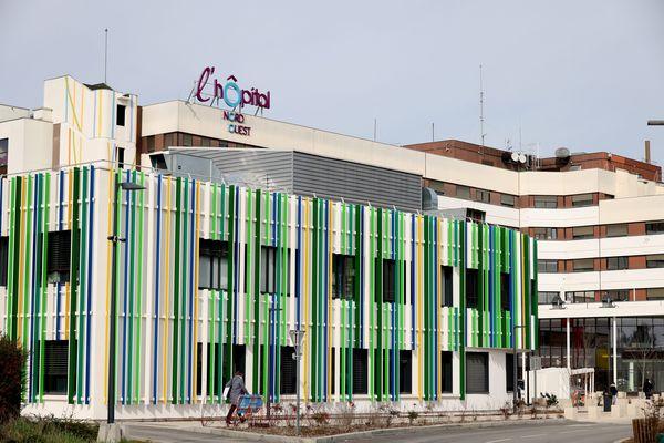 La sécurité des patients pris en charge dans le service de soins continus et de réanimation de Villefranche (Rhône) ainsi que celle des nourrissons séjournant dans le service de néo-natalité avaient été assurées et aucun transfert n'avait été programmé, selon l'hôpital.