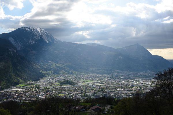 La vallée de l'Arve, en Haute-Savoie, est placée en vigilance rouge à cause d'un épisode de combustion.