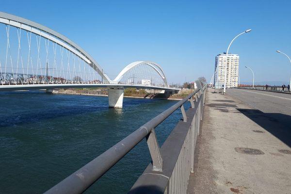 Le pont de l'Europe et la passerelle Beatus Renanus