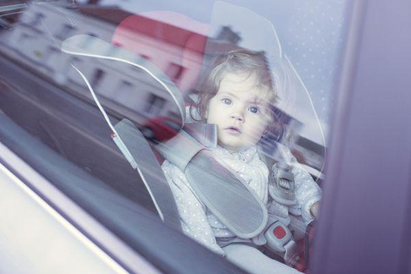 Si vous trouvez un enfant enfermé dans un véhicule, n'hésitez pas à prévenir les secours au plus vite