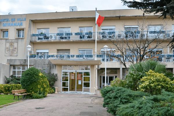 Olivier de Mazières, préfet de police des Bouches-du-Rhône et Frédéric Vigouroux, maire de Miramas ont présidé ce vendredi une réunion spécifique du conseil de sécurité de la ville.