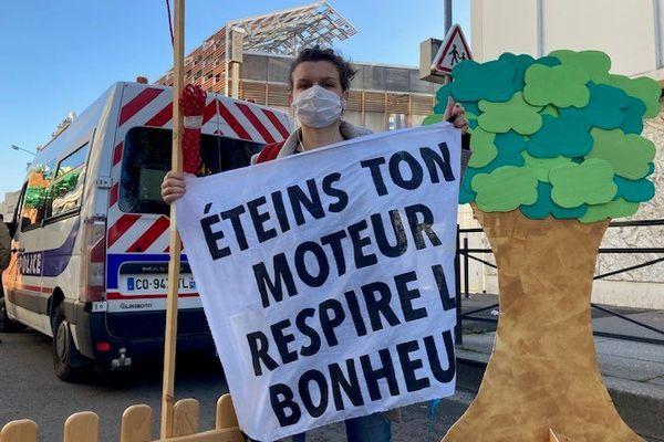 La pollution de l'air liée à la circulation dénoncée ce matin par les militants d'Alternatiba.