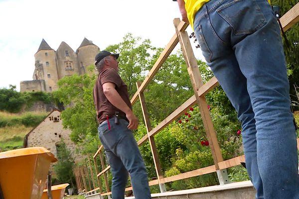 Indéniablement, le château est visible du chantier... et vice-versa