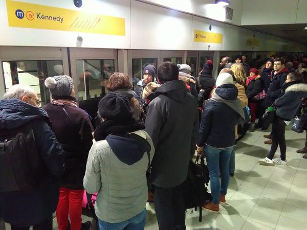 Le métro est pris d'assaut car les bus ne circulent pas à Rennes à cause de la neige
