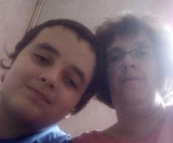 Delphine Joly et son fils, Baptiste, atteint de troubles envahissants du développement avec spectres autistiques.