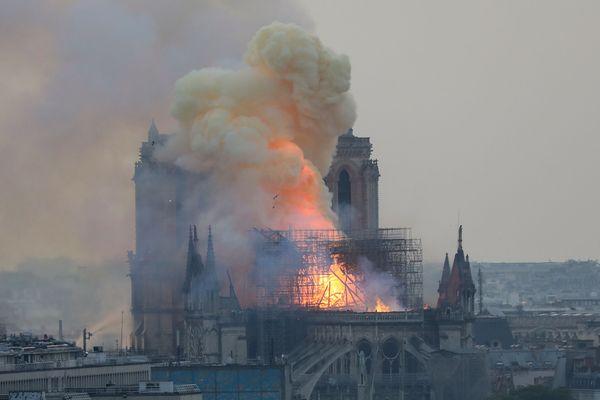 La cathédrale Notre-Dame de Paris en flammes, ce lundi 15 avril