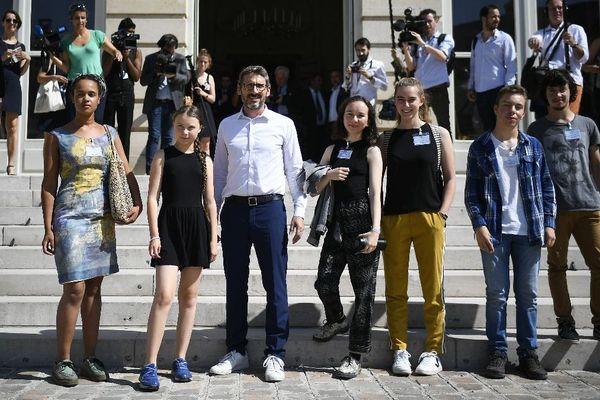 Alicia Arquetoux (à gauche) avec les jeunes militants pour le climat reçus, autour de Greta Thunberg, à l'Assemblée nationale le 23 juillet 2019