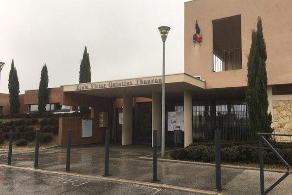 Par mesure de précaution en cette période de crise sanitaire, lesdeux sites scolaires ont été fermés.
