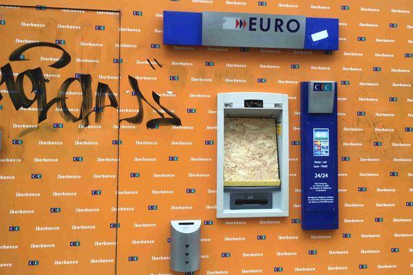 Un distributeur de billets très protégé à Grenoble