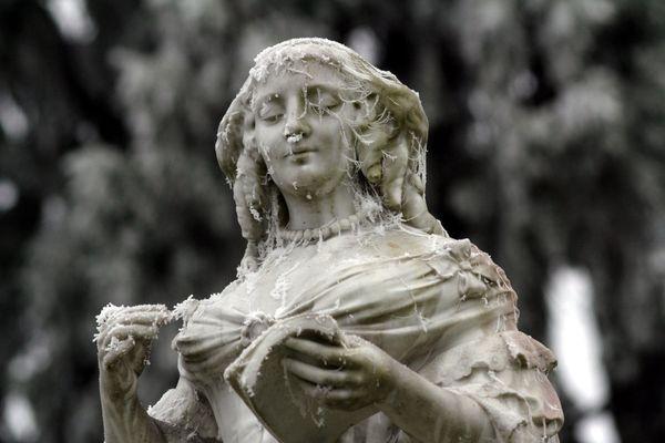 Statue givrée, au parc municipal de Vitré - Ille-et-Vilaine