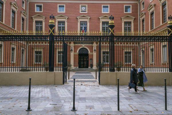 La lycéenne a été mise en examen par le juge des enfants mais laissée en liberté.