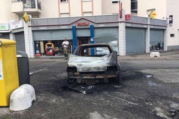 La tentative de braquage à la voiture bélier a eu lieu vers 4 heures du matin ce vendredi 6 juin 2018. Les auteurs ont incendié la voiture avant de prendre la fuite.